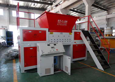 Limbah Kayu / Ban Twin Shaft Shredder Sistem Kontrol PLC Anti - Winding Dan Terjepit